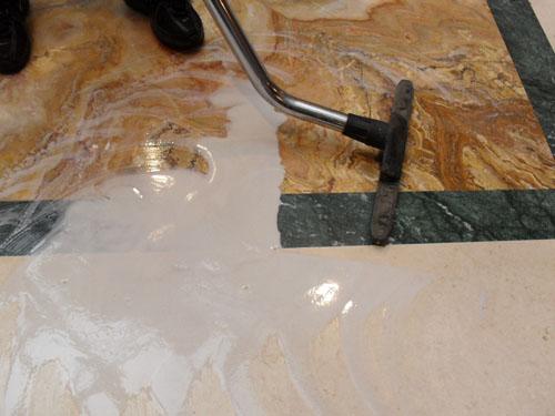 Молоко после шлифовки белым падом Твистер