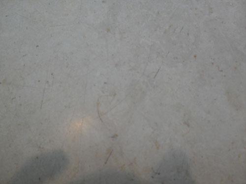 После шлифовки белым падом Твистер на мраморе остались царапины