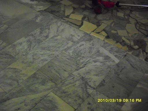 Очистка мрамора алмазными падами -- результат применения красного пада Twister