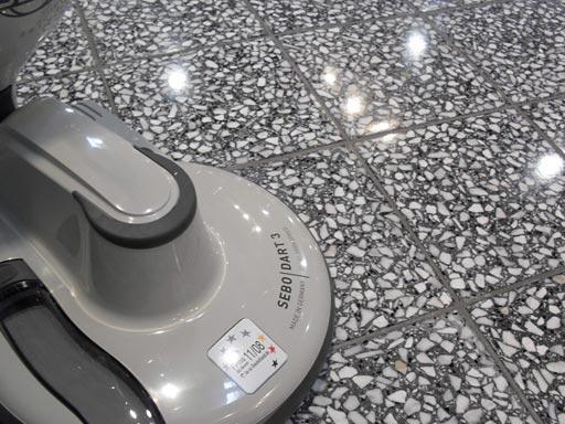 Полировка бетонных полов при помощи алмазных падов Твистер